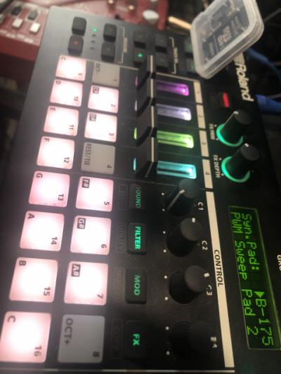Roland MC-101Groovebox