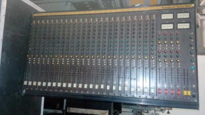 Mesa mezclas SOUNDCRAFT 200 24/4/2