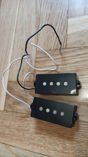 Fender Player Series Alnico 5 Split Single-Coil Precision Bass