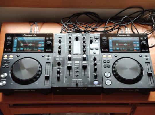 Cabina DJM 450 + 2x XDJ 700 + flightcase walkasse + cables set up completo
