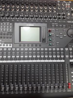 Mesa de Sonido Impecable Yamaha 01