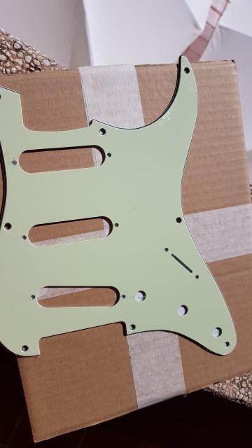 Golpeador nuevo para Stratocaster