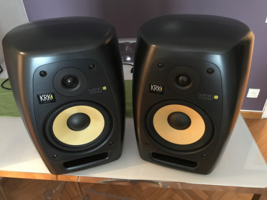 Pareja de monitores Krk VXT 8
