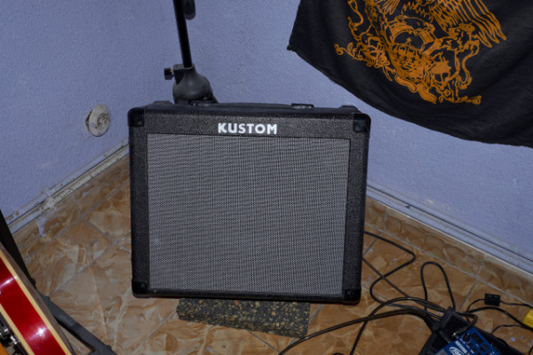 Kustom KGA30 (reverb & chorus) con envío incluido.