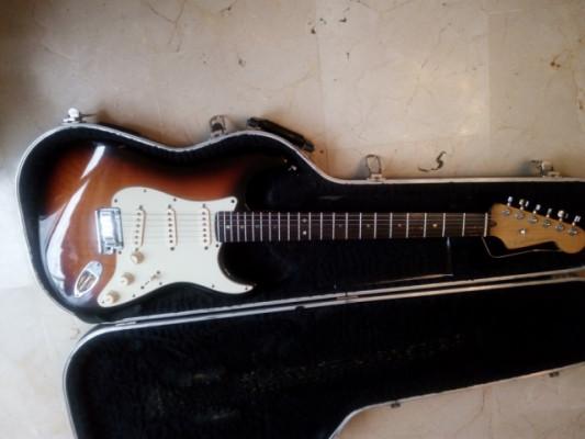 Fender Strato American Deluxe sumburst. 800 euros