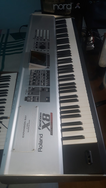 Roland fantom x8 + ram 512 + 2 tarjetas flash 2gb