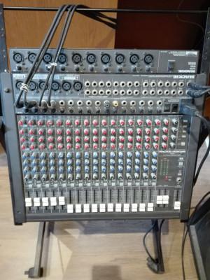 Mackie CR1604 Mesa de mezclas y rack con ruedas