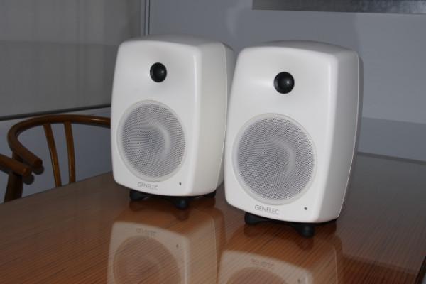 Genelec 8040A monitores de estudio blancos