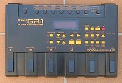 ROLAND GR1 - Axon AX100 - sintetizador de guitarra, y otras chuches GK