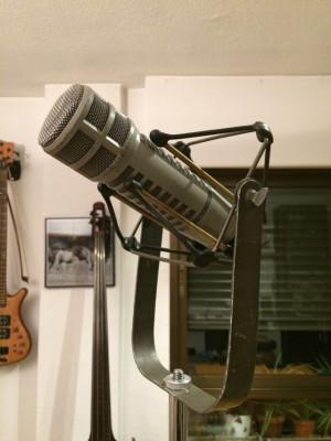 Electro Voice RE20 1977
