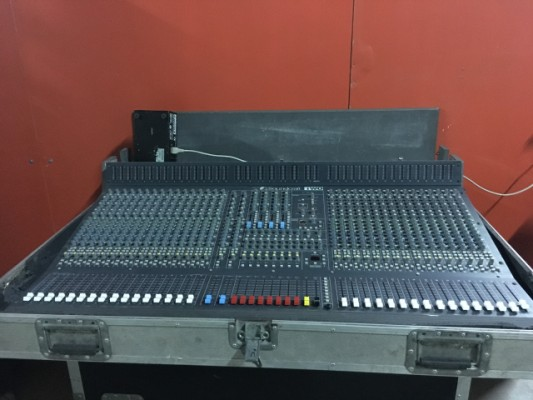 Mezclador de directo Soundcraft TWO 32 ch con flightcases