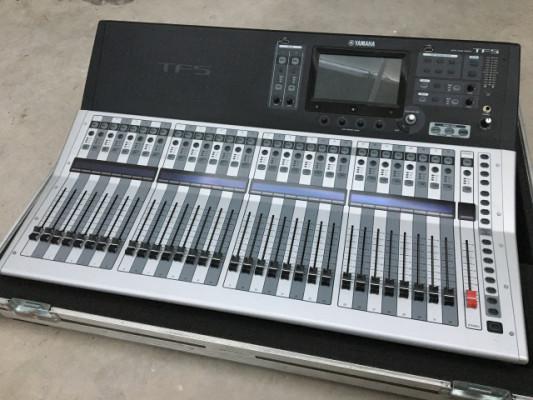 Mesa mezclas Yamaha TF5 + Flightcase
