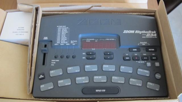Caja de ritmos Zoom-rhythmtrak 234