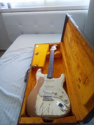 Fender American Vintage '62 Stratocaster Heavy Relic White .