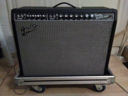 se vende Fender Twin Reverb con varias modificaciones