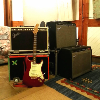 Fender Deluxe Stratocaster + Fender 65 Twin Reverb (negociables y cambios)