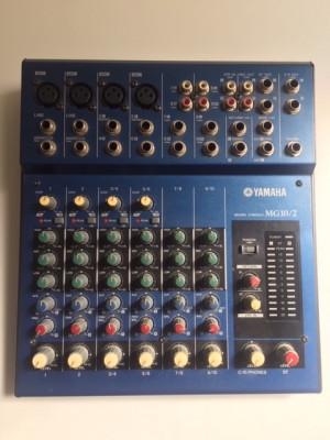 Mesa mezclas Yamaha MG10/2