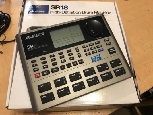 Caja de ritmos Alesis SR18