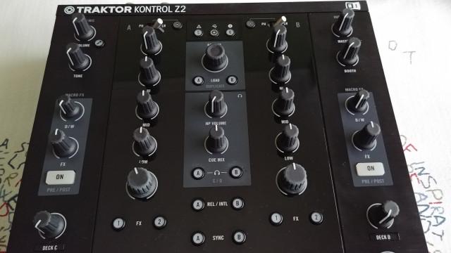 Mixer Traktor Kontrol Z2 + Maleta UDG