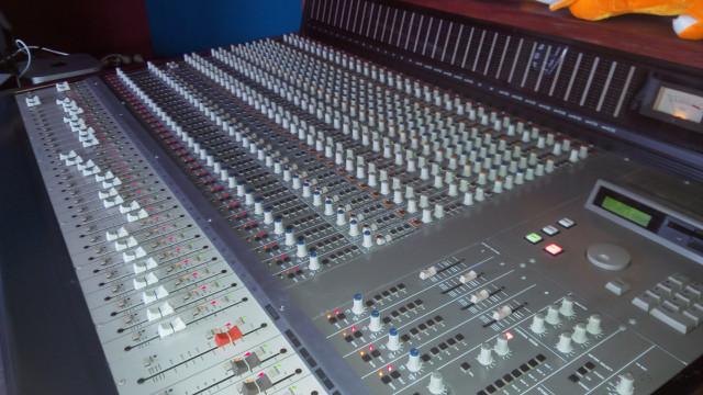 Mesa de mezclas Tascam M3700