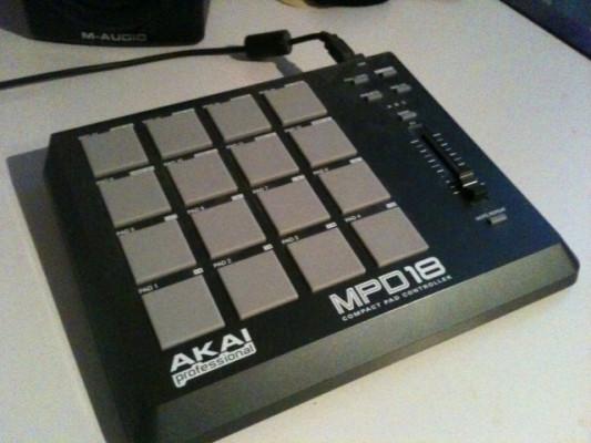 Controlador Midi Akai MPD18