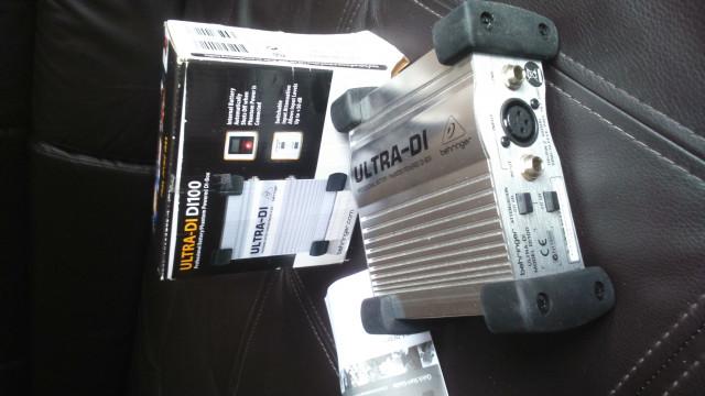 DI Box Behringer Ultra DI100