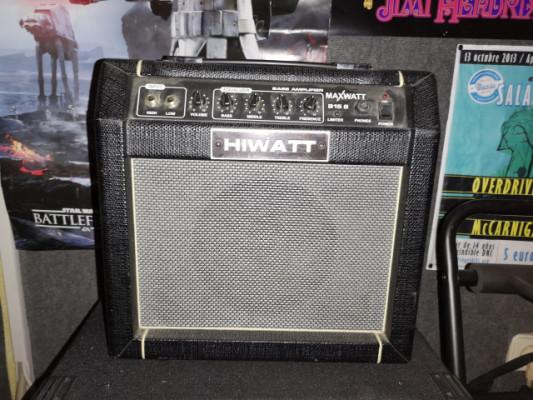 Amplificador de bajo Hiwatt 15W