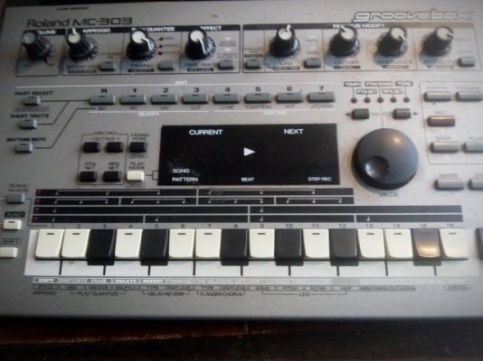 ROLAND MC-303 con muy poco uso!