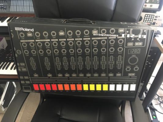 Roland TR 8