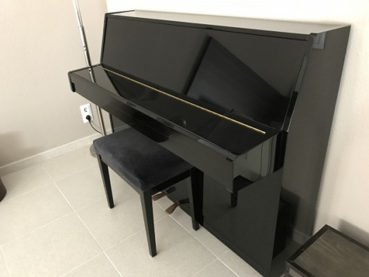 Piano Yamaha E108, made in Japan