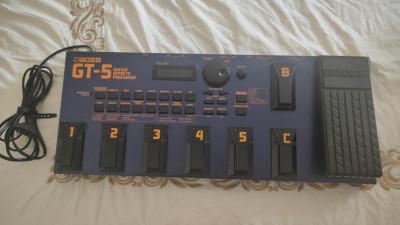 Boss GT-5. Pedalera