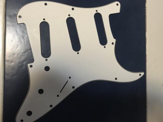 Golpeador Fender Strat blanco