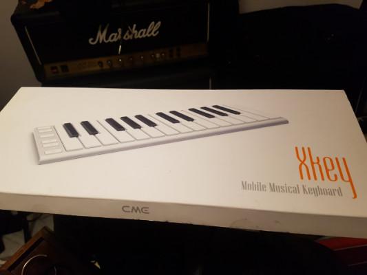 Increíble teclado controlador portable CME