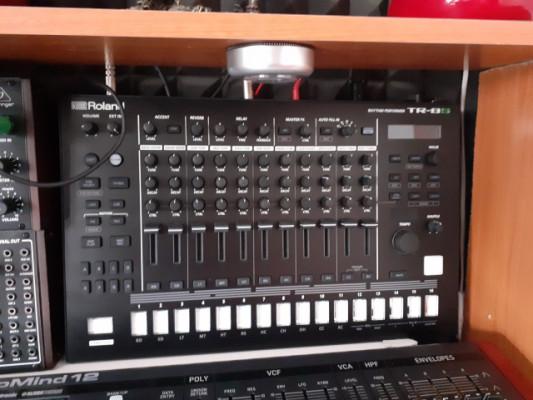 caja de ritmos y sampler roland tr8S