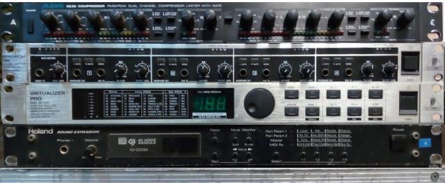 Modulos de sonidos y efectos. Y mesa de mezcla