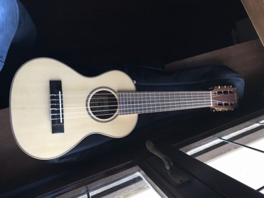Ukelele Kala Koa Series Guitarlele