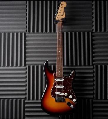 REBAJA TEMPORAL! Fender AVRI 60s Hot Rod Stratocaster 2014 3 Tone Sunburst