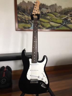Regalada guitarra eléctrica y ampli para aprender