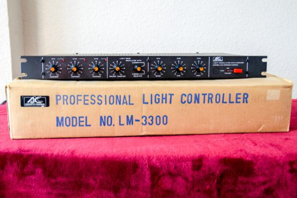 Controlador de luces LM-3300 + 3 focos