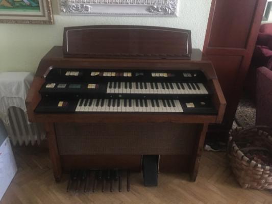 Organo Hammond con unidad LESLIE