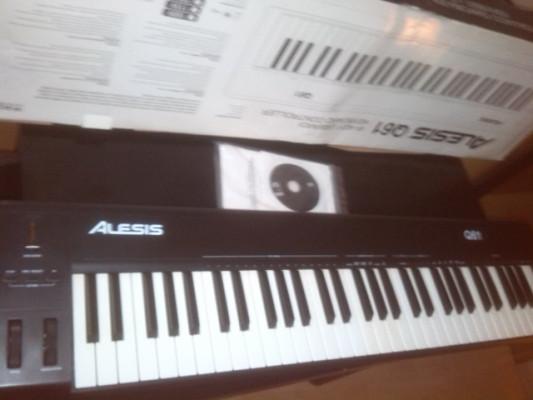 Teclado controlador AlesisQ61
