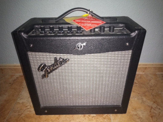 Fender Mustang 2 + Switch