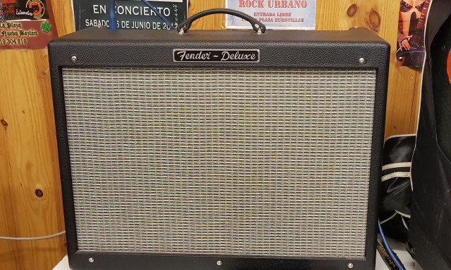 Fender Hot Rod deluxe III + boss ds 1