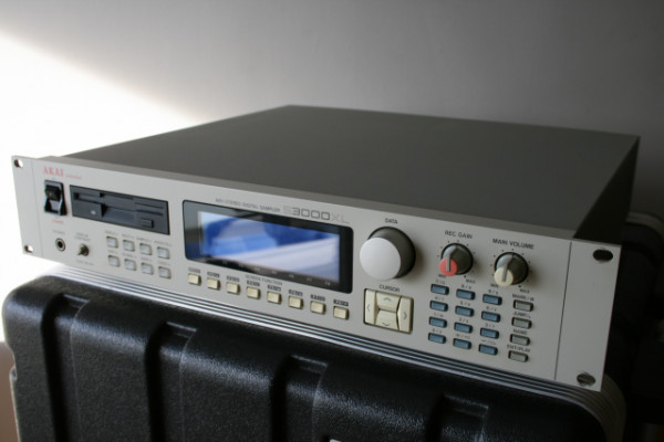 Akai S3000XL Sampler
