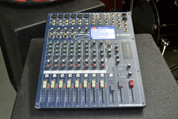 Mezclador estéreo Yamaha MG124CX con efectos