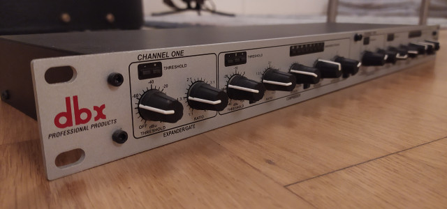 Compresores DBX 266XS; DBX 166XL y Ecualizador IMG Stage Line Vintage