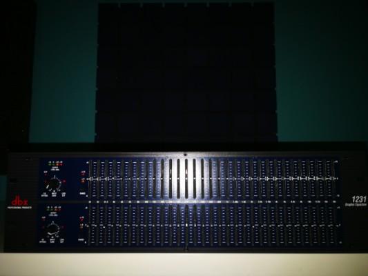 Se vende ecualizador grafico estéreo Dbx 1231