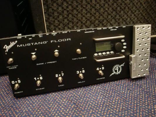 Fender mustang floor + bolsa de transporte+ pedal de expresión