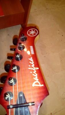 Guitarra YAMAHA PACIFICA 821D