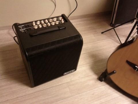 VOX AGA70 guitarra acústica y voz